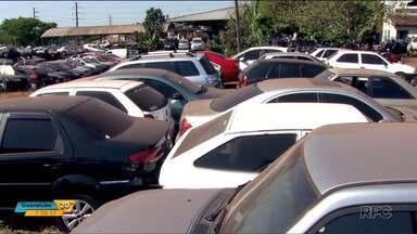 Detran faz leilão de carros apreendidos na região de Londrina - São carros que foram apreendidos e estão parados no pátio do Detran há dois meses.