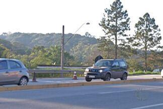 Domingo registra trânsito carregado na volta do feriado pelas estradas do Alto Tietê - Motorista que resolveu aproveitar o domingo (10) e voltou só no fim da tarde, enfrentou estradas carregadas.