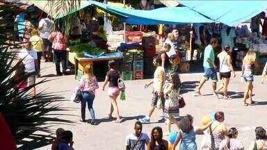 Domingo foi de compras em Volta Redonda, RJ - Comércio da Vila Santa Cecília abriu as portas para os consumidores que foram atrás de promoções.