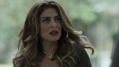 Bibi é abordada pela polícia - Esposa de Rubinho volta para casa para ver Dedé