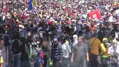 Nicolás Maduro anuncia que vai retomar diálogo com a oposição - O ditador venezuelano disse que aceitou a proposta apresentada pelo governo da República Dominicana e pelo ex-primeiro ministro da Espanha José Luiz Zapatero, após Maduro dar um auto-golpe de estado por meio da criação de uma Assembleia Constituinte.