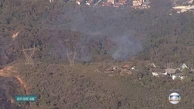 Incêndio no Parque da Serra do Rola Moça é controlado na Grande BH, dizem bombeiros - Na semana passada, outro incêndio destruiu mais de mil hectares de área do parque.