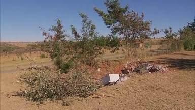 Moradores do Riacho Fundo reclamam do abandono de parque ecológico da cidade - Em janeiro a Redação Móvel esteve no local e continua com os mesmos problemas. Pessoas ignoram e jogam lixo dentro do parque.