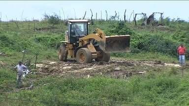 Famílias desocupam terreno em Nossa Senhora do Socorro - Famílias desocupam terreno em Nossa Senhora do Socorro.