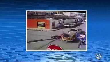 Acidente deixa dois feridos no Bairro Maurício de Nassau, em Caruaru - Veja vídeo do momento da batida.