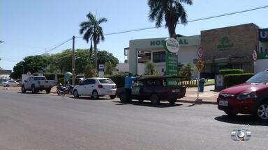 Motoristas tem carros guinchados em frente a hospitais particulares de Palmas - Motoristas tem carros guinchados em frente a hospitais particulares de Palmas