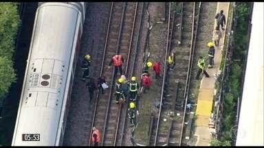 Explosão suspende serviços em estação de metrô em Londres, na Inglaterra - Várias pessoas teriam ficado feridas. A suspeita é que a explosão tenha sido provocada por um artefato escondido num pacote.