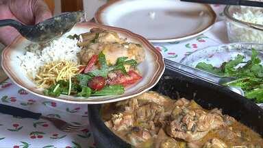 Aprenda a preparar uma Moqueca Caipira, com frango e bacon - A receita vem de Apucarana no norte do Paraná.