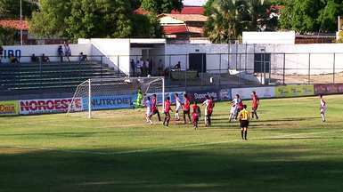 Samuel e Júnior Saudade colocam bola do Flamengo-PI na trave - Samuel e Júnior Saudade colocam bola na trave