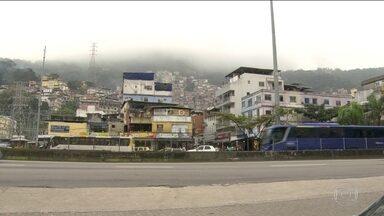 Tropas federais no Rio não impedem guerra de criminosos na Rocinha - Polícia diz que mais de cem bandidos invadiram favela; tiroteio foi intenso. Nesta segunda (18), operação da polícia prendeu três; um bandido morreu.