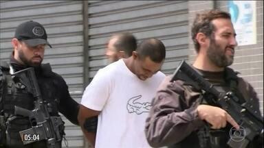 Polícia faz operação para tentar conter guerra pelo controle do tráfico em favela no RJ - A operação foi uma reação ao confronto no final de semana entre traficantes na Favela da Rocinha no Rio de Janeiro.