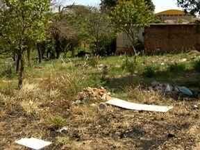 Área abandonada gera reclamação de moradores em Dracena - Local virou um depósito de lixo.