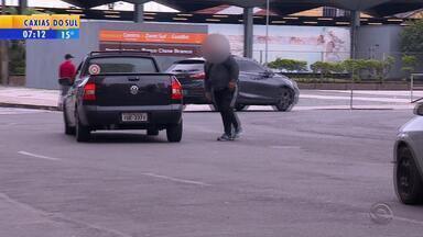 Porto Alegre registra mais de dois atropelamentos por dia - Pedestres compartilham dificuldades e deveres nesta Semana do Trânsito.