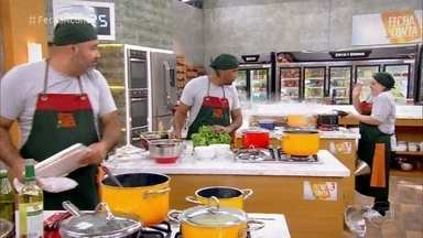 Nossos chefs colocam a mão na massa - Confira a desenvoltura deles na primeira prova do 'Fecha a Conta'