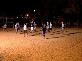 Grupo de amigos se reúne para praticar vôlei em Presidente Prudente - Eles moram no Jardim Belo Horizonte
