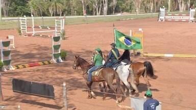 Cavaleiros e amazonas disputaram em etapa do estadual de hipismo em Campo Grande - Disputas foram no fim de semana.
