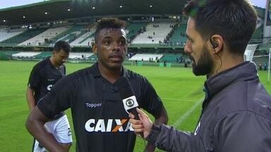 """Marcos Vinícius após vitória: """"Importante depois da eliminação na Libertadores"""" - Em jogo muito movimentado, Alvinegro vence no Couto Pereira"""