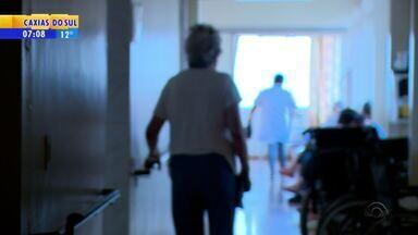 Passo Fundo registra dezenas de denúncias de abandono familiar - Conheça as histórias.