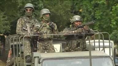 Defensoria quer que Rio receba de volta detentos de presídios federais - Rio receberia pelo menos 55 criminosos considerados perigosos. Forças Armadas saem da Rocinha e tiroteios continuam.