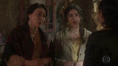 Henriqueta encontra Delfina e pede notícias de Maria Vitória - Delfina diz que a criança ainda não nasceu e que avisará quando tiver novidades