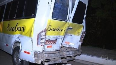 Acidente com caminhonete e van deixa feridos em Juatuba, na Grande BH - Acidente foi na noite desta sexta-feira (13) na MG-050.