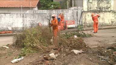 Mutirão de limpeza é realizado em bairro de São Luís - Situação caótica do Residencial Pinheiros em São Luís, foi mostrada pela equipe do JMTV.