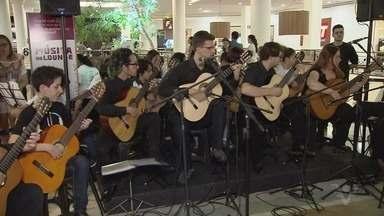 Jovens que participam do Projeto Esculpir fazem apresentação - Ação aconteceu em Santos.