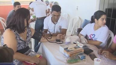 Ação social leva atendimento de saúde a famílias do bairro Boné Azul em Macapá - Teste de glicemia, verificação de pressão arterial e consultas médicas foram alguns dos serviços oferecidos à população neste sábado (14), no centro comunitário do bairro.