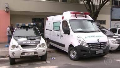 Polícia ouve segundo depoimento de motorista de ambulância roubada por traficantes - Delegado disse que vai intimar todos os funcionários da UPA da Maré pra depor