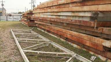 Estrutura do velódromo do Pan está parada em Pinhais - Há dois anos, ciclistas esperam por um moderno velódromo na região de Curitiba. A estrutura existe, foi doada a prefeitura de pinhais, só que a obra mesmo vem se arrastando.