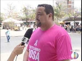 Campanha 'Outubro Rosa' realiza ação na Praça Doutor Carlos nesta terça-feira (17) - Vários exames são realizados gratuitamente.