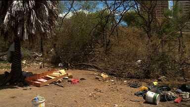 Polícia encontra corpo carbonizado na Orla 2 de Petrolina, no Sertão de PE - A vítima estava a poucos metros da margem do rio São Francisco.