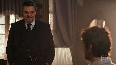 Reinaldo anuncia a Inácio que Falcão o atenderá em breve - Lucinda se incomoda com a notícia