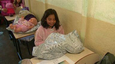 Projeto arrecada brinquedos para crianças de escola pública de Guarapuava. - A iniciativa foi de um grupo de escoteiros da cidade.