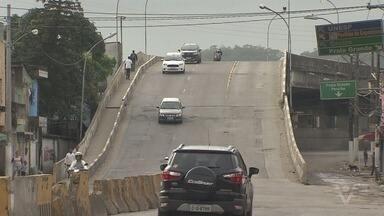 Viaduto Mário Covas, em São Vicente, passa por obras - Estrutura corria o risco de desabamento.