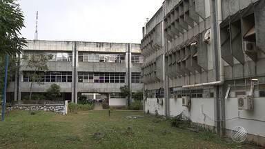 Cortes no orçamento prejudicam atividades da Universidade Federal da Bahia - Instituição tem 104 cursos, nos quais estão matriculados 40 mil alunos.