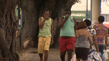 Moradores e comerciantes da região do Dique do Tororó reclamam de forte mau cheiro - Local é um dos mais movimentados da capital baiana, além de ser um ponto turístico.