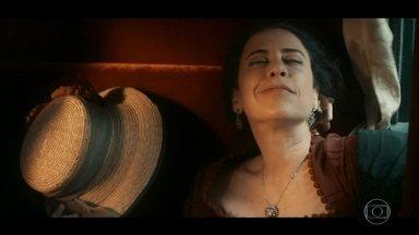 """Maria Teresa tem """"sensações estranhas"""" durante cavalgada na fazenda de sua irmã - Depois do passeio, a mulher de Geraldo fica toda alegrinha e sentindo uns calorões"""