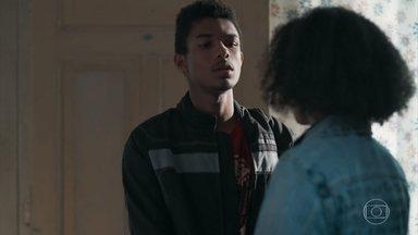 Anderson se oferece para acompanhar Ellen na escola - O motoboy apoia a irmã e a incentiva a enfrentar os alunos para continuar com a bolsa no Colégio Grupo