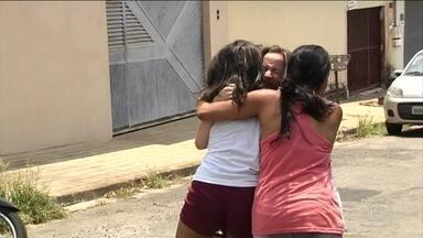Aluno atira em colegas dentro de escola em Goiânia e mata dois - Quatro adolescentes ficaram feridos. Garoto que atirou tem 14 anos e é filho de um casal de policiais militares; arma é da mãe.
