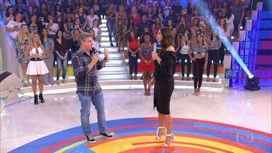 Ivete Sangalo conversa com Luciano Huck sobre sua gravidez - Apresentador começa o programa de uma forma diferente para não estragar surpresa para a cantora