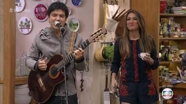"""Jorge Vercillo anima a manhã do É de Casa - O cantor interpreta a canção """"Homem Aranha"""""""