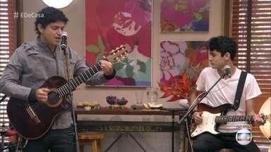 Jorge Vercillo canta a música 'Que Nem Maré' - O cantor anima o 'É de Casa' cantando ao lado de seu filho
