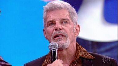 Raul Gazolla comenta a repercussão da novela 'A Força do Querer' - Ator também parabeniza a produção do 'Dança' e diz que sua participação no programa é fantástica