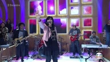 Fernanda Brum abre o 'Encontro' com música - Cantora traz mensagem otimista