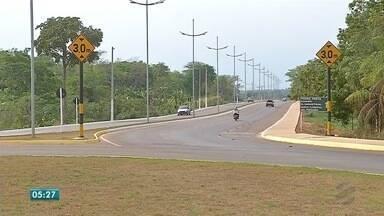 Avenida de Rondonópolis que dá acesso ao trevo para Pedra Preta e Itiquira tem problemas - Avenida de Rondonópolis que dá acesso ao trevo para Pedra Preta e Itiquira tem problemas de sinalização e está interditada.