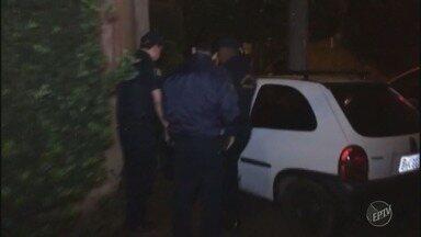Motorista bate em muro de casa durante fuga da Guarda Municipal em Piracicaba - Segundo GM, homem apresentava sinais de embriaguez; ele teve ferimentos leves.