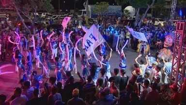 Primeira noite do Boi Manaus reúne milhares para celebrar aniversário da cidade - Festa iniciou nesta segunda-feira (23) e deve continuar no feriado (24). Artistas se apresentaram no anfiteatro da Ponta Negra e em trios elétricos.