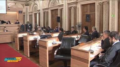 Texto do projeto da Lei Orçamentária Anual é apresentado na Câmara de Curitiba - A LOA define quanto e como o dinheiro da Prefeitura deve ser usado.