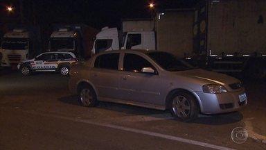 Homem é preso suspeito de roubar carro na Grande BH - Ele tentou fugir e trocou tiros com a polícia.